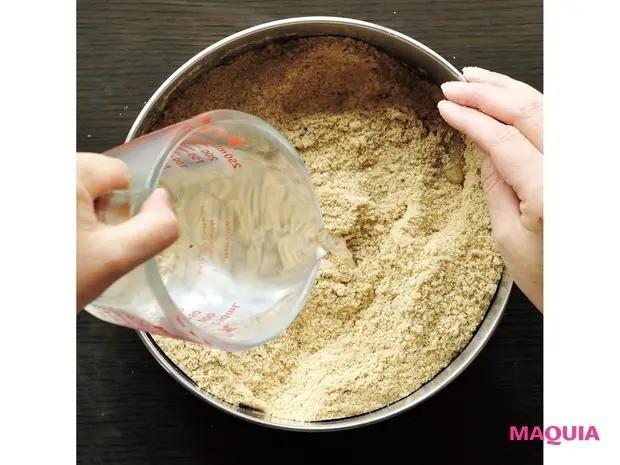 【手作り発酵食】免疫力アップに効果大!「ぬか漬け」の作り方_2 水を加える