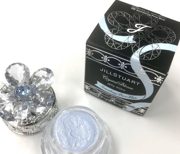 【ジルスチュアート】4月の限定フレグランスアイカラーはピュアなライトブルー! 透明感をまといたいときに!