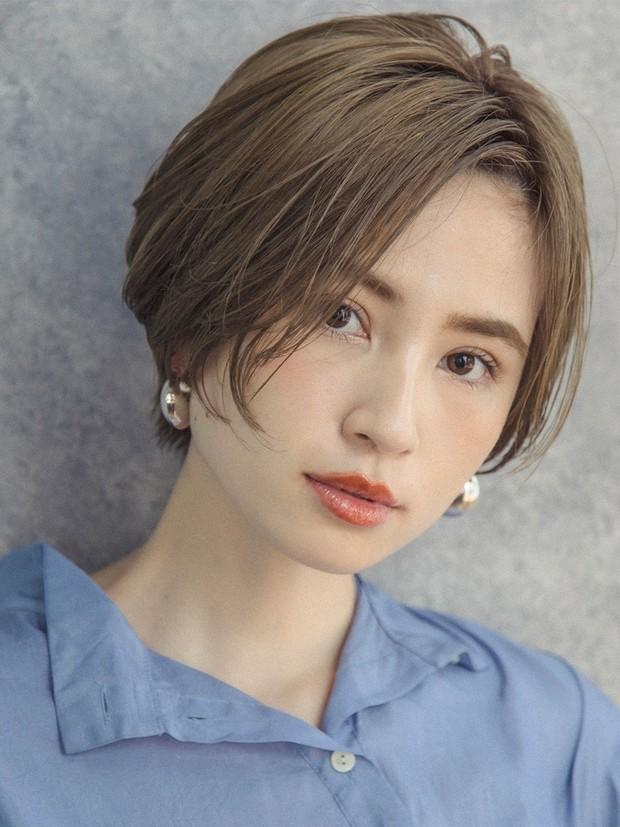 【大人のショートヘア】横顔もキレイに見える知的美人ショート_1
