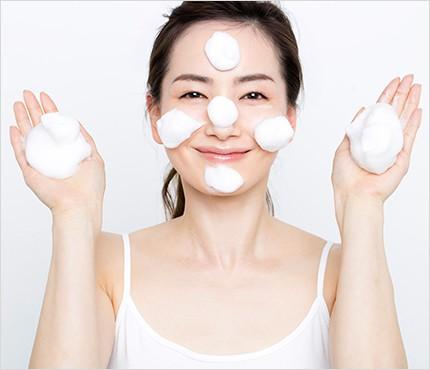 クレンジングと 洗顔で肌を リセット