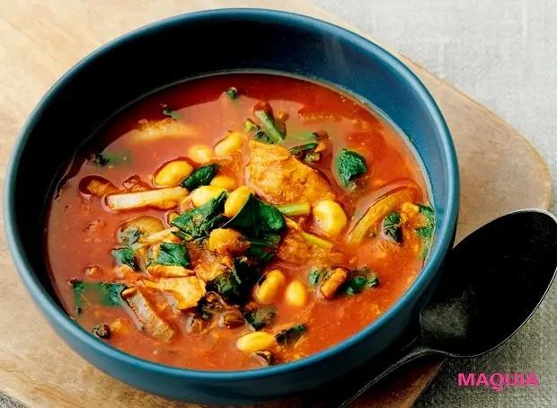 【美容スープレシピ】トマトの酸味がきいたさわやかな味わい 「カレートマトビーンズスープ」