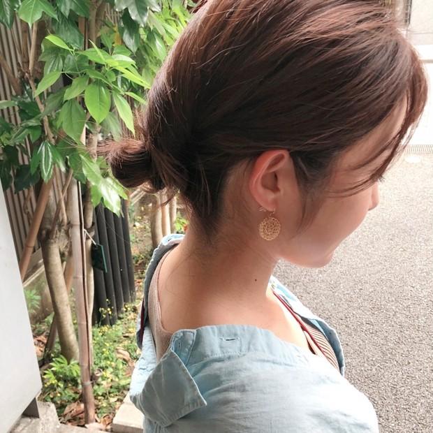 【セルフヘアアレンジ】5分で完成!簡単おだんごヘアでコテいらずのすっきりまとめ髪(ロング)