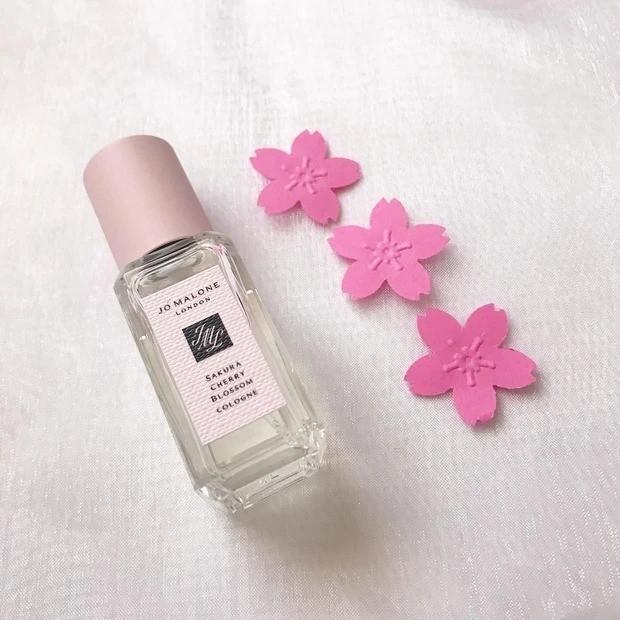 【桜コスメ】桜の香りと桜カラーの春メイク_