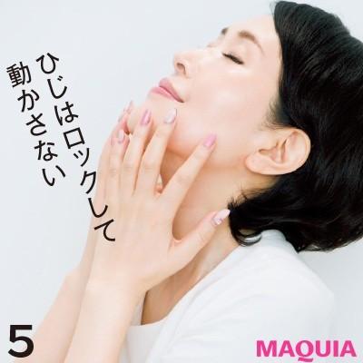【美容家・小林ひろ美さんのスキンケア】正しい化粧水のつけ方_5. 顔を上下させて上から下までIN