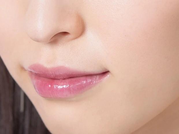 【2020年最新夏メイク】「敏感な唇にも使えるからリップクリーム代わりに! 可愛らしいコーラルピンクは春夏にぴったり」