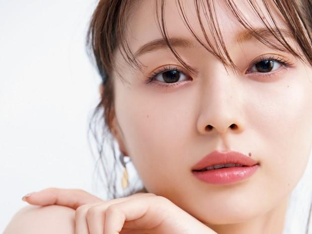 乃木坂46の梅澤美波さんが挑戦! みんベス受賞コスメを使ったリラックスメイク