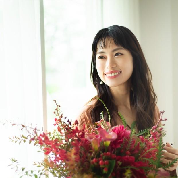 岡本静香さん「美容を通じて自分をもっと好きになれる」心まで引き上げる30代からのスキンケア
