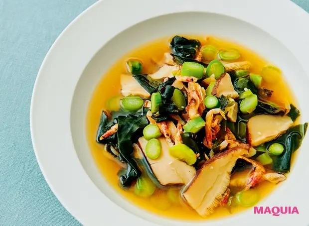 【美容スープレシピ】磯の香りと黒酢のまろやかな酸味がマッチ 「わかめと干しエビのスープ」