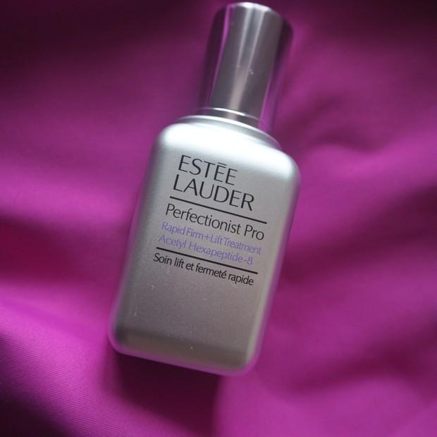 全方位に働きかけてくれるエスティ ローダーの最新エイジングケア美容液で、マイナス○歳肌をめざす!