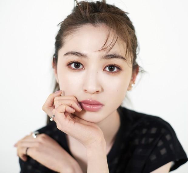 """逆毛眉、大人ベージュ…ALL¥2000以下のコスメでつくる""""抜け感""""ニュアンスメイク_8"""