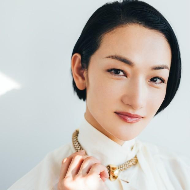 冨永愛さんがこれから目指す美とは? エクスクルーシブな美の極意が詰まった、初のビューティブックが発売中