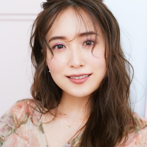 衛藤美彩さん主演でお届け! ときめきを呼び覚ますジルスチュアートの輝きピンクメイク