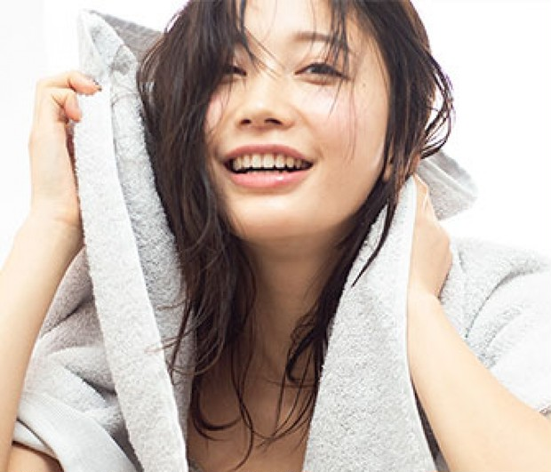 小倉優香さんが愛用するヘアケアアイテムって? キレイは細部にまで宿るんです、髪の毛の先まで!