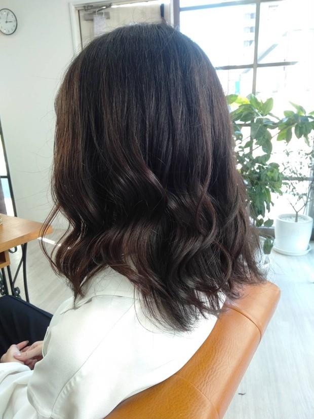 ロングからミディアムヘアに! カラーなしの地毛暗髪でも可愛いいは作れます◎_2