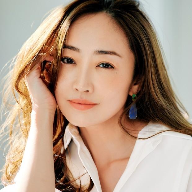 神崎 恵さんが語る核心美容液「コアエフェクター」の魅力