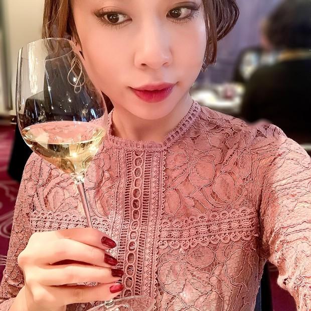 【超高コスパコスメ】ホリデーイベントに華やぎを…♡ ワインに似合うネイル&リップ
