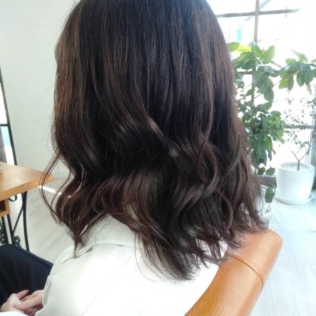 ロングからミディアムヘアに! カラーなしの地毛暗髪でも可愛いいは作れます◎