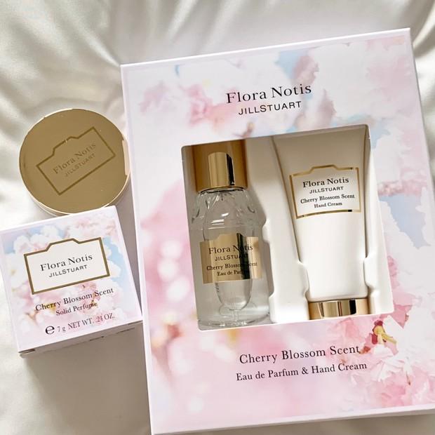 【春コスメ2021】『フローラノーティス ジルスチュアート』のやわらかなチェリーブロッサムの香りとみ…
