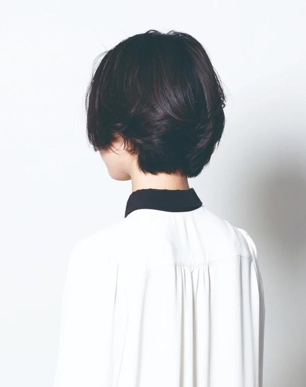【大人のショートヘア】アシメ前髪が艶っぽい黒髪ショートボブ_3
