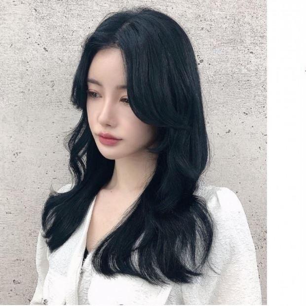 """【20代、30代】初めての韓国ヘアは派手すぎず、艶感あふれる""""ブルーブラックカラー""""なら挑戦しやすい!"""