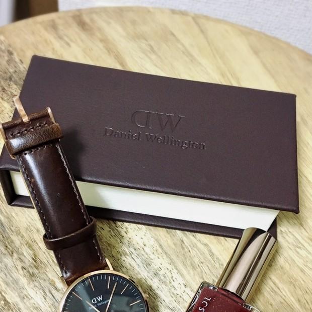時計に合わせてネイルも新調!手元のオシャレは一体感が大切