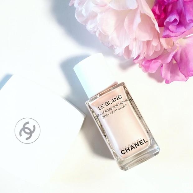 CHANEL(シャネル)【新作】ピンクのツヤめきを纏うハイライトカラー「ル ブラン ロージー ドロップス」