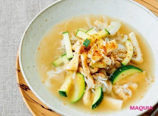 【美容スープレシピ】あっさりとした和テイストで胃にも優しい 「しらすと油揚げのスープ」