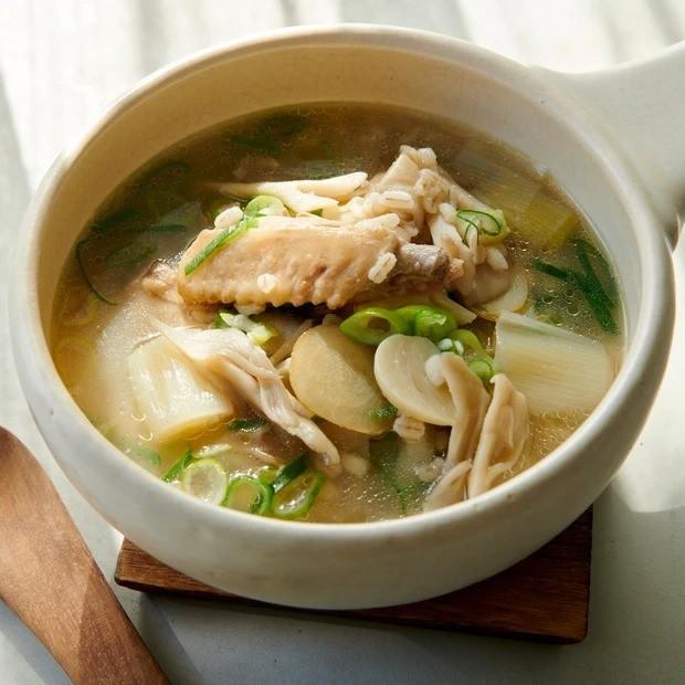 【塩麹】まいたけと手羽中の塩こうじのサムゲタン風スープ