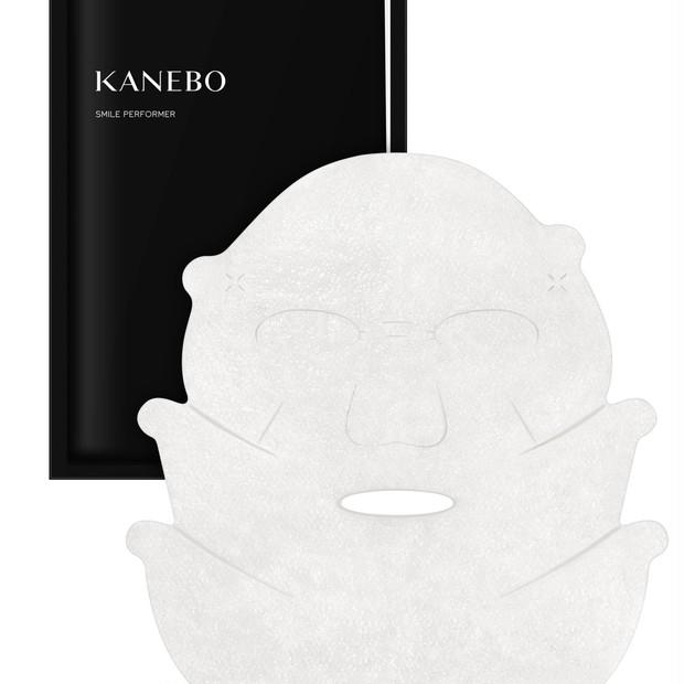 頬、口角をぐいっと引き上げ! KANEBOから笑顔をつくるシートマスク
