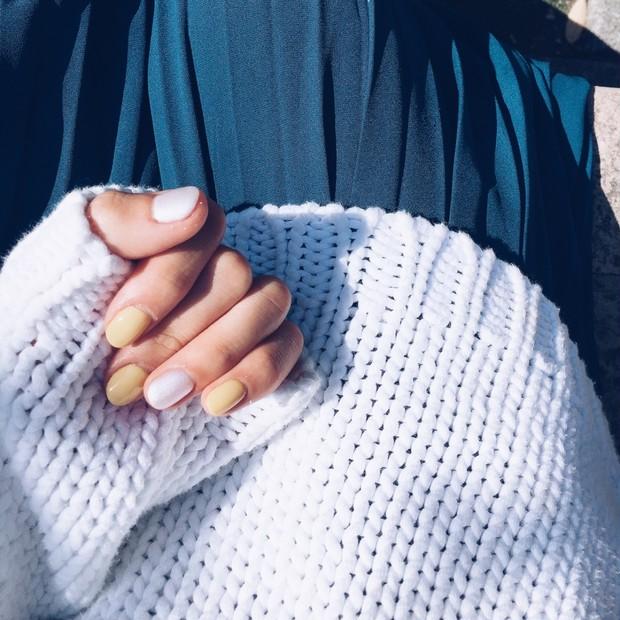 手元から春夏カラーを。 からし色 × ホワイト で爽やかな指先に♡