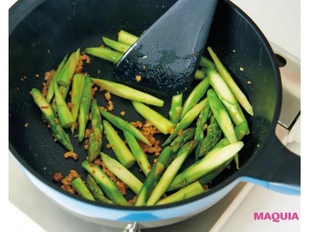 【平野レミさんの簡単レシピ】アスパラガスを使ったレシピ_「アスパラのカリシャキアジアン炒め」作り方