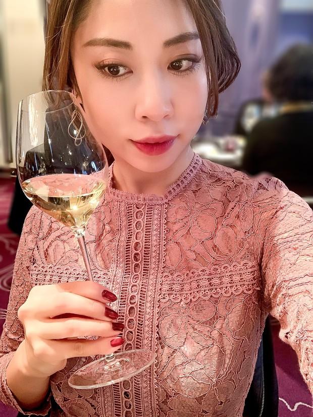 【超高コスパコスメ】ホリデーイベントに華やぎを…♡ ワインに似合うネイル&リップ_1