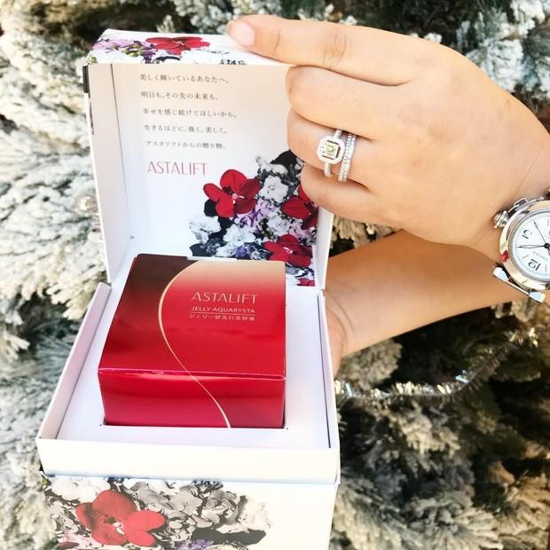【ずっと綺麗でいてほしいあなたの大切な人へ】ASTALIFT[アスタリフト]の名品 ジェリーアクアリスタを贈ろう【赤のバトン】