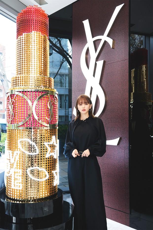 【読者プレゼントあり】キレイになれるヒントがいっぱい! 山本舞香さんが『 YSL 表参道 フラッグシップ ブティック 』をクルーズ _5