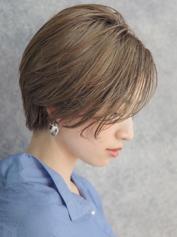【大人のショートヘア】横顔もキレイに見える知的美人ショート_2