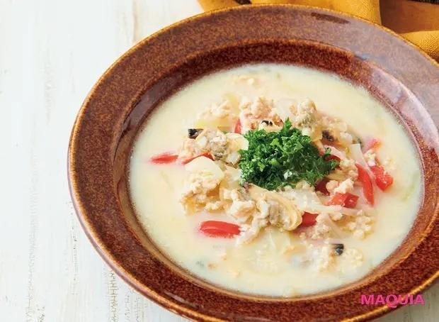 【美容スープレシピ】豆乳と塩麹でまろやかで優しい仕上がりに 「鶏ひき肉とあさりの豆乳塩麹チャウダー」