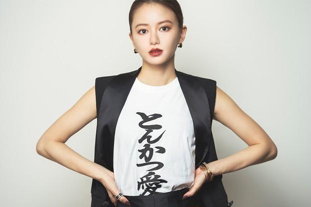 映画『とんかつDJアゲ太郎』に出演中の山本舞香さんに、演じる楽しさや葛藤について語ってもらいました。_1