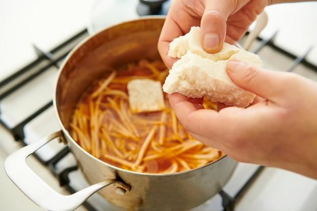 エイジングケアにもおすすめ!【ダイエット&免疫力UP】「ごぼう」がたっぷり摂れるキムチ風味スープ_4