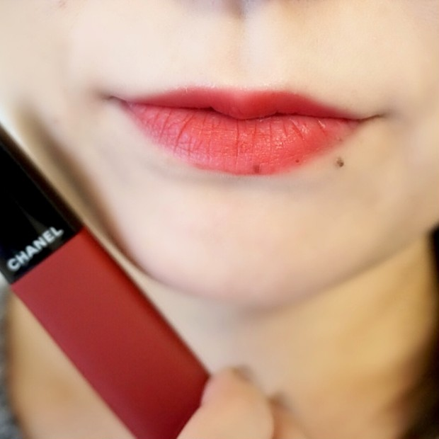 CHANELの新作リップは新感覚!ポンポン塗って、ふんわり軽い。パウダーをぼかしたような唇に♡