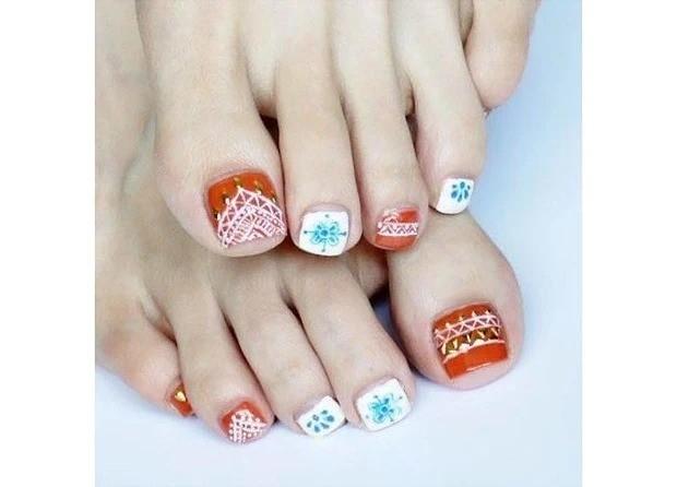 【夏のフットネイル】夏を彩る手描きエスニックネイル_1