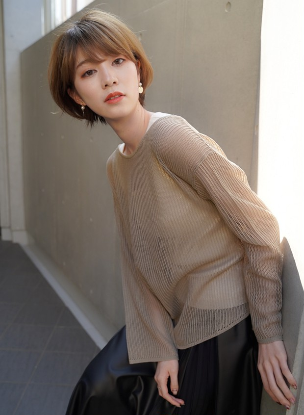 女性にも多い「薄毛」のお悩みは、根元暗めのグラデーションショートで見違える!_2_2