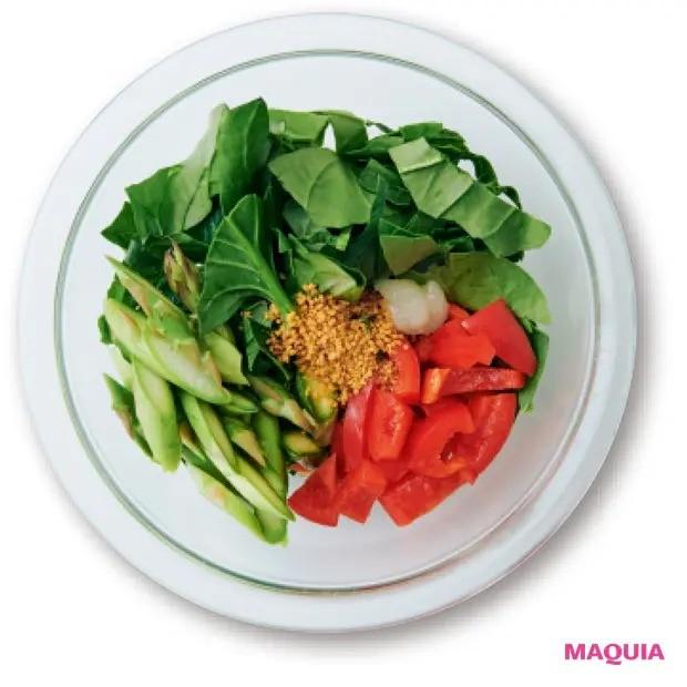 【美容スープレシピ】スパイシーなチリパウダーが味のアクセントに 「パプリカとほうれん草のジンジャースープ」作り方