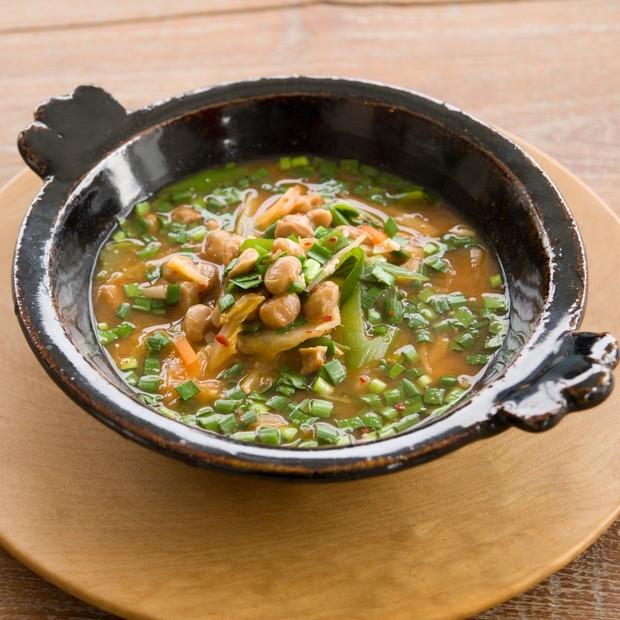 【美容スープレシピ】「納豆キムチ味噌チゲ」