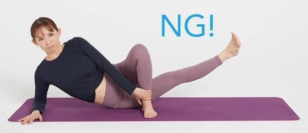 太もも痩せにおすすめの美筋ヨガ①_②のときに、つま先を上げてしまうと、ももの外側に効いてしまうのでNG
