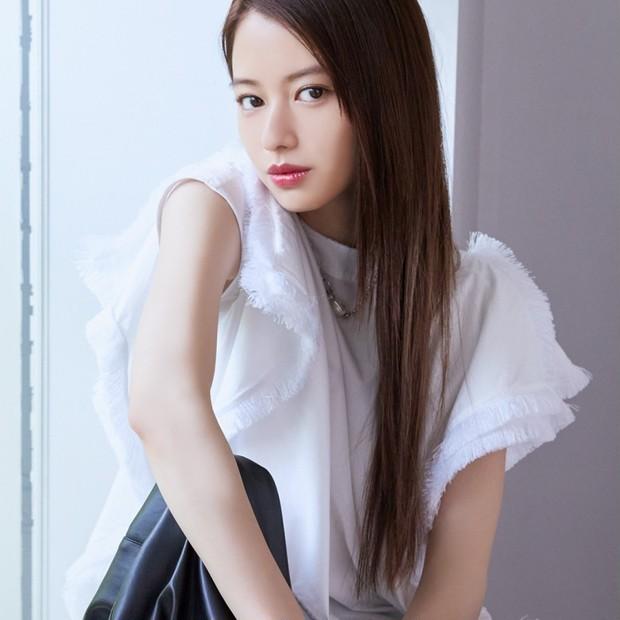 山本舞香さんは今、素肌に映えるサマーメイクに夢中!