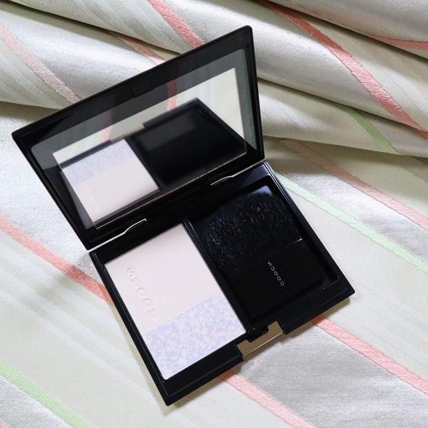 化粧直しにおすすめ!清潔感と透明感を纏うSUQQU(スック)新作「リタッチ プレスト パウダー」