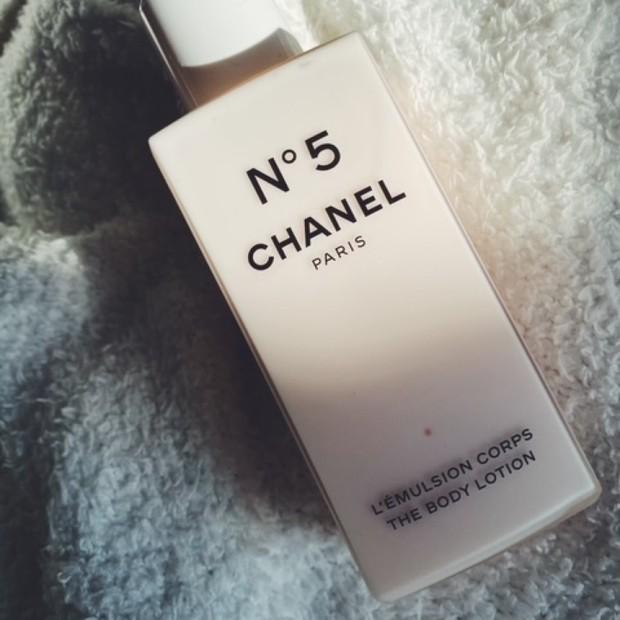 【シャネル(CHANEL)2020クリスマスコフレ】香り×保湿でしっとりラグジュアリーな気持ちになるボディケアアイテム【N°5 ザ ボディ ローション】
