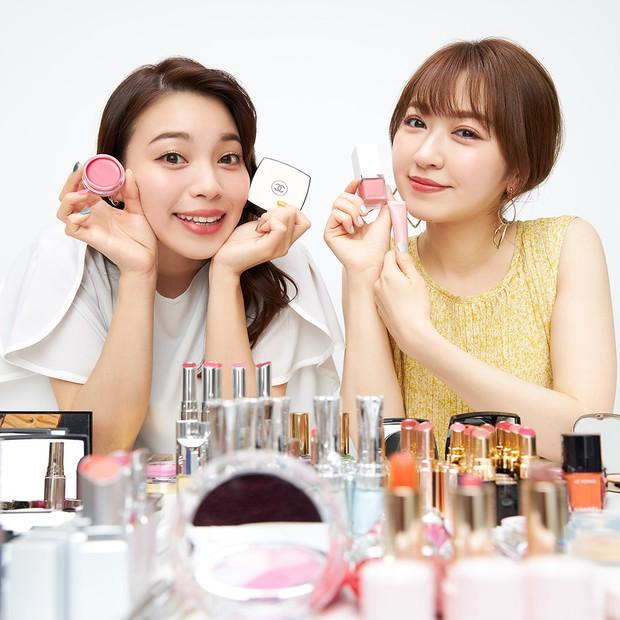 人気ブランドが揃い踏み! 元美容部員 和田さん。と千葉由佳が選ぶ、夏の本命「ベース&チーク」_1