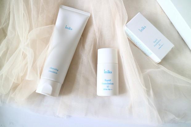 \皮膚科学研究から生まれたスキンケア/【iniks イニクス】敏感肌&乾燥肌のための低刺激処方のマスクにつきにくいファンデーション_1