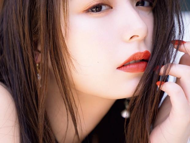 宇垣美里さんの夏メイク! ボルドーのアイライナーでアンニュイな表情に